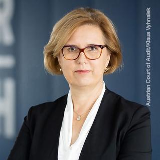 Маргит Кракер